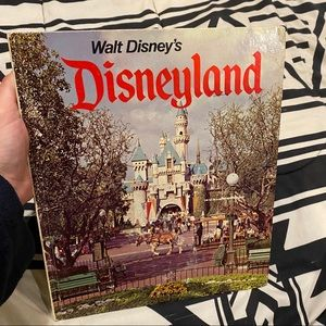 🎃10/$10 sale🎃 Vintage Disneyland Book